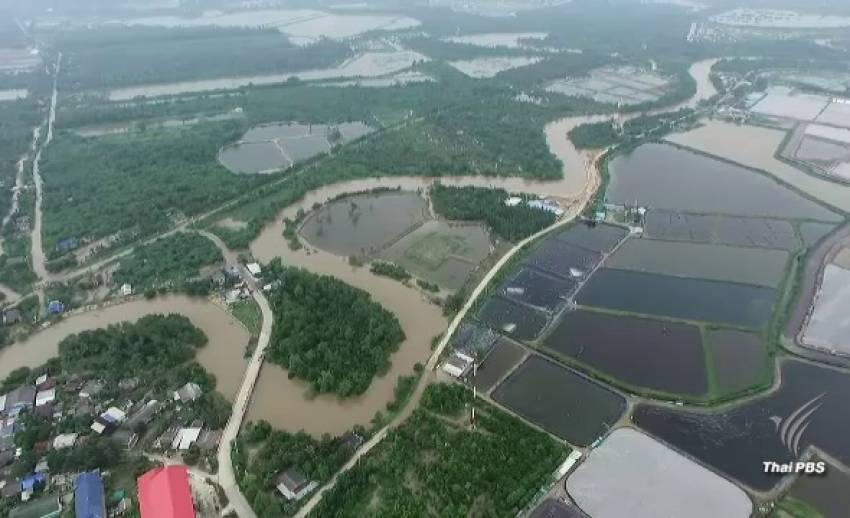 (ชมภาพมุมสูง) น้ำท่วมเมืองเพชรบุรี กระทบย่านเศรษฐกิจ ชาวบ้านเดือดร้อน 5,000 ครัวเรือน
