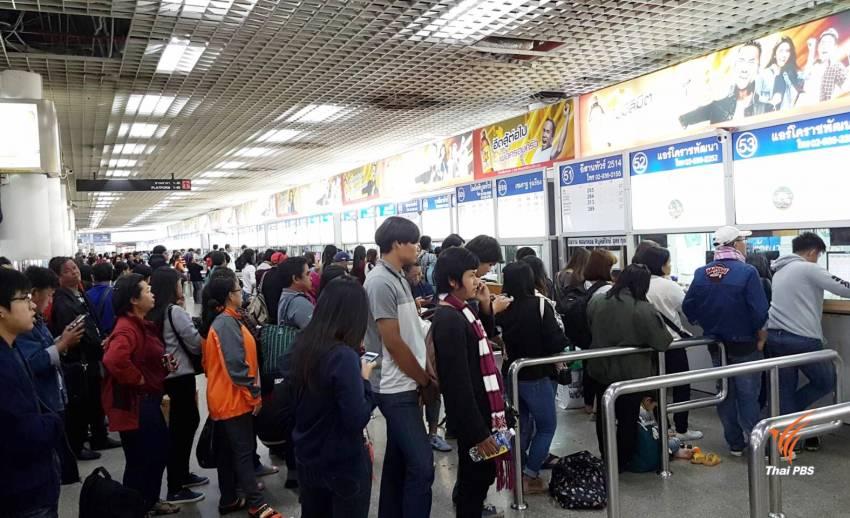ประชาชนทยอยกลับภูมิลำเนาช่วงปีใหม่  สถานีขนส่งหมอชิตหนาแน่น