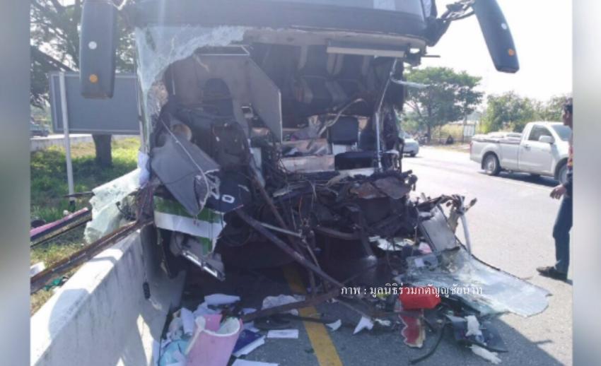 รถบัสนักกรีฑาทีมชาติไทยชนท้ายรถบรรทุกพ่วง อดีตนักวิ่งชื่อดังเสียชีวิต