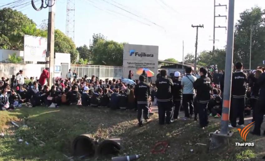 พนักงานกว่า 500 คนรวมตัวประท้วงการจ่ายเงินโบนัสใน จ.ปราจีนบุรี