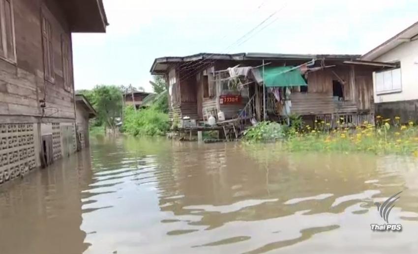 ชาวสิงห์บุรีเฝ้าระวังน้ำท่วมอย่างใกล้ชิด หลังคันกั้นน้ำชุมชนริมน้ำทยอยพัง
