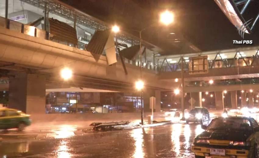 โครงหลังคาสถานีรถไฟฟ้าสีม่วงเสียหาย คาดจากฝนตกหนัก