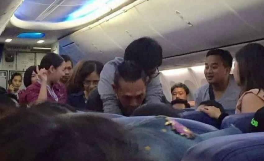 ชื่นชมกู้ภัยสุราษฎร์ธานี ช่วยผู้โดยสารป่วยบนเครื่องบิน