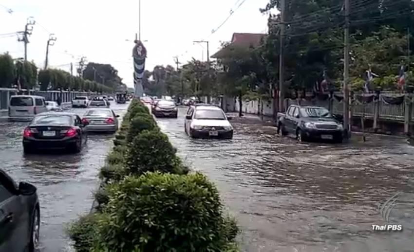 น้ำเจ้าพระยาล้นไหลเข้าท่วมตัวเมืองนนทบุรี