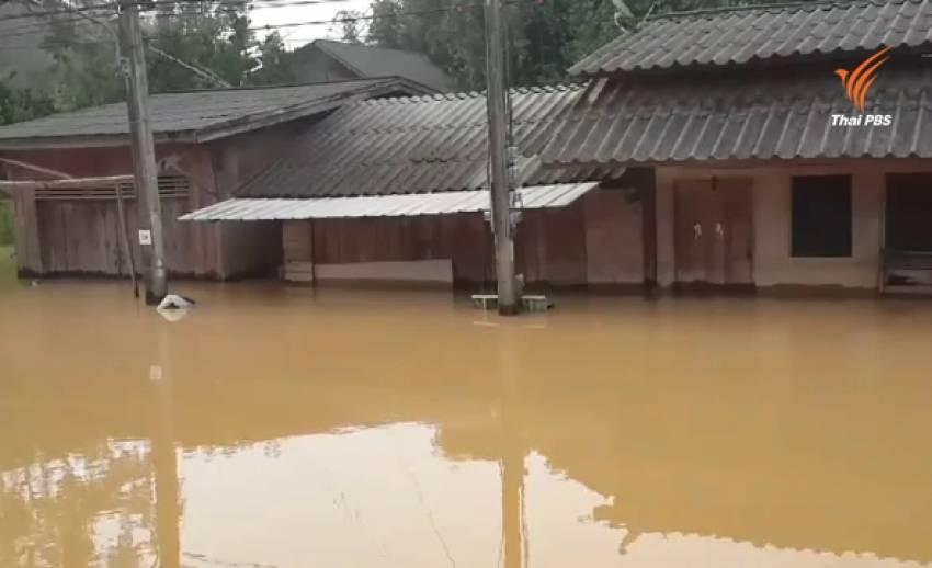 น้ำท่วมสะบ้าย้อยยังวิกฤต ชาวบ้านกว่า 80 ครัวเรือน ต้องอพยพไปอยู่ศูนย์พักพิง