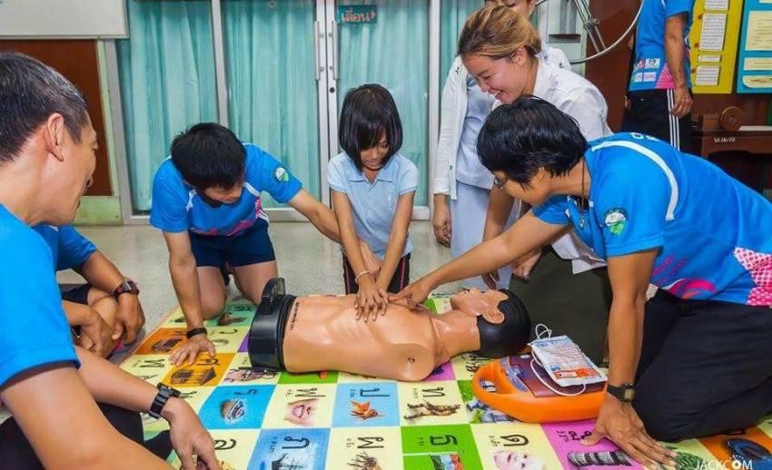 """ถ้าจะช่วย """"คนช็อก"""" ต่อหน้าต่อตา ต้องไปเรียนทำ CPR ที่ไหน ?"""