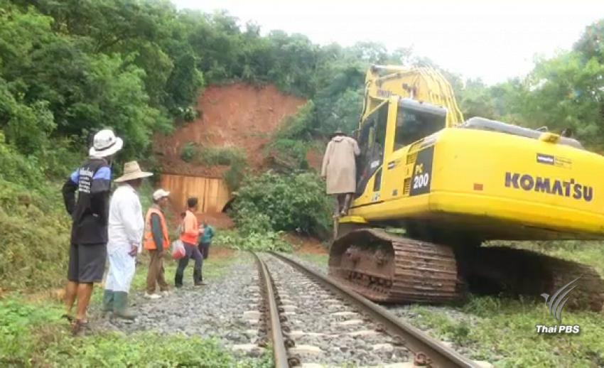 จนท.เร่งเปิดอุโมงค์รถไฟเขาพังเหย หลังดินถล่มคืนฝนตกหนัก