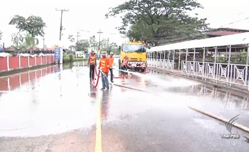 หลายหน่วยงานเร่งทำความสะอาดตัวเมืองสกลนคร หลังน้ำลดลง