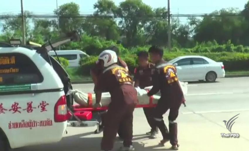 นศ.อาชีวะเมืองนครปฐม ซิ่งหนีกลุ่มวัยรุ่นพกอาวุธ เสียหลักชนป้ายบอกทางเสียชีวิต 1 คน