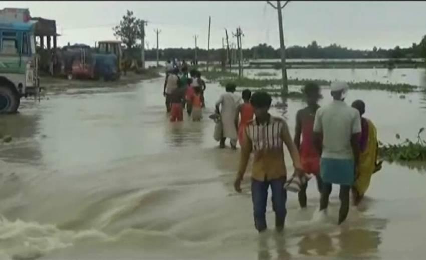 น้ำท่วมอินเดียเสียชีวิตแล้ว 517 คน ปชช.เร่งอพยพ