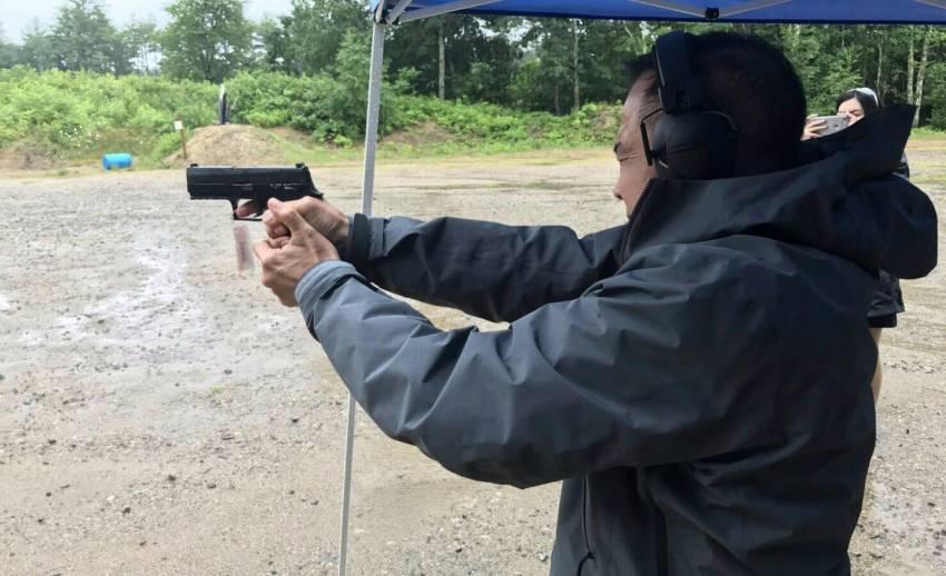 """""""บิ๊กอ๊อด"""" ยืนยันปืนพกสวัสดิการตำรวจมาตรฐานสูง อ้างบริษัทคู่แข่งปล่อยข่าวโจมตีหวังผลทางธุรกิจ"""