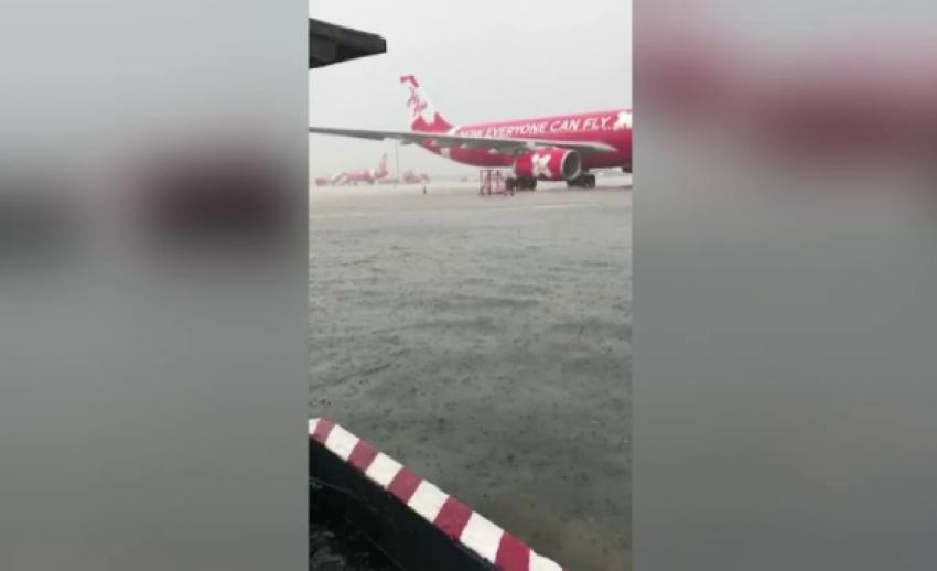 รันเวย์สนามบินดอนเมืองน้ำแห้งแล้ว หลังน้ำท่วมกระทบเที่ยวบินล่าช้า 2 เที่ยว