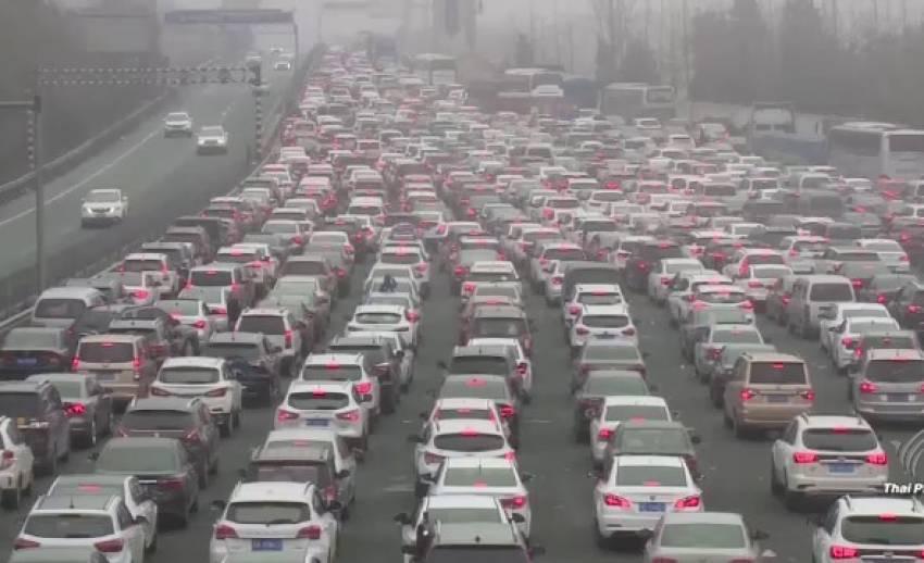 ชาวจีนกลับมาทำงานหลังตรุษจีนสิ้นสุด ส่งผลจราจรหนาแน่น