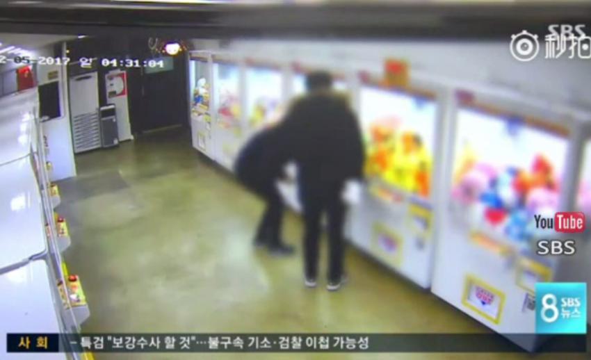 กระแสนิยมเล่นตู้คีบตุ๊กตาในเกาหลีใต้