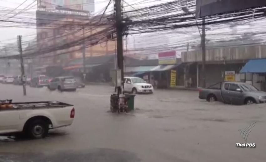 ฝนตกหนักในพัทยา จ.ชลบุรี น้ำท่วมสูง รถสัญจรผ่านลำบาก