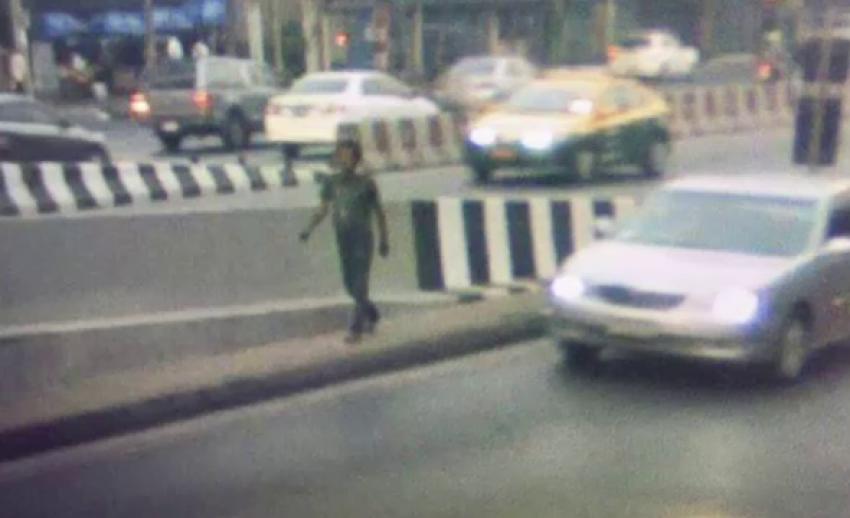 """ออกหมายจับ """"เอก ล็อก 1"""" หัวหน้าแก๊งเช็ดกระจกรถ มือเผาถังขยะใต้สะพานไทย -เบลเยียม"""