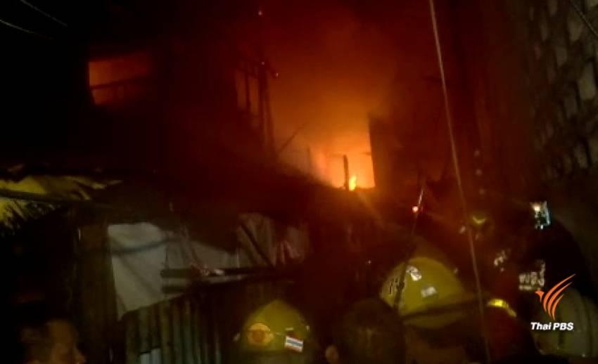 ไฟไหม้ชุมชนซอยนราธิวาสราชนครินทร์ 6 เสียหาย 8 หลัง เจ็บ 3 คน