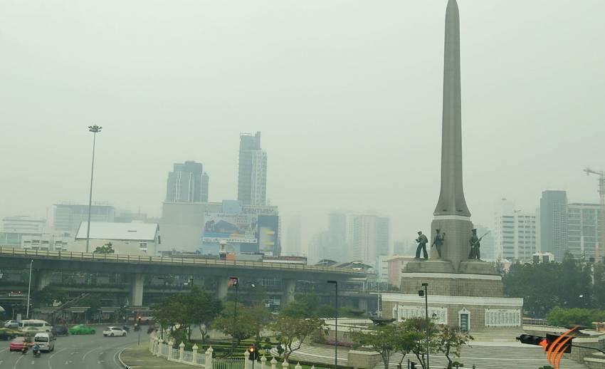 """""""ฝุ่นพิษ"""" คลุมเมืองกรุงอีกรอบ เตือนระดับสีเหลืองมีผลกระทบต่อสุขภาพ"""