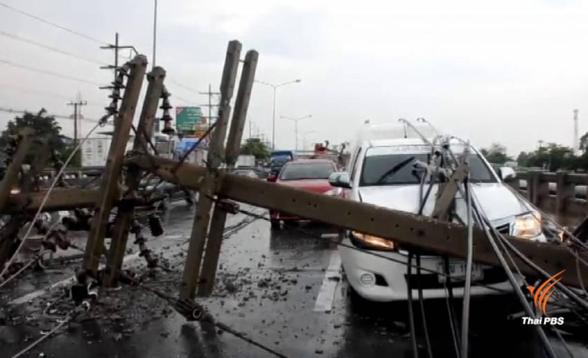 พายุพัดถล่มปทุมธานี เสาไฟฟ้า 11 ต้นล้มทับรถ เจ็บ 4 คน