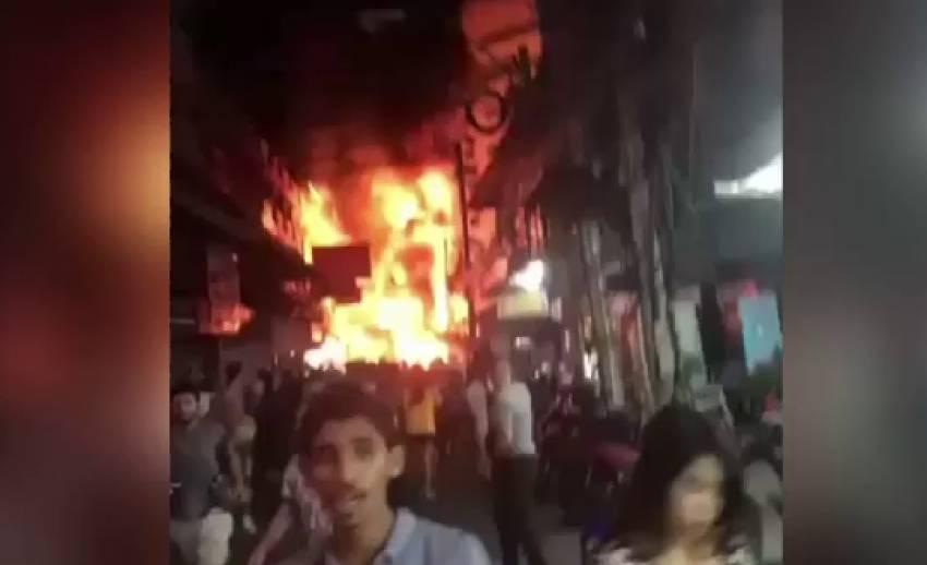 หม้อแปลงระเบิด ไฟไหม้ 2 บาร์เบียร์เมืองพัทยา