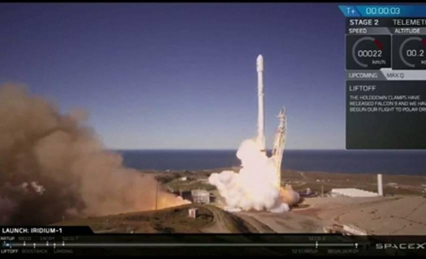 """""""สเปซเอ็กซ์"""" ยิงจรวดส่งดาวเทียมสำเร็จ หลังระเบิดเมื่อปีที่แล้ว"""