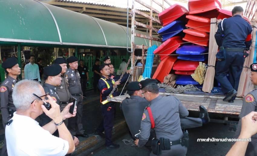 น้ำท่วมใต้ยังวิกฤต-สตช.ส่งเรือท้องแบน 100 ลำ ช่วยผู้ประสบภัย