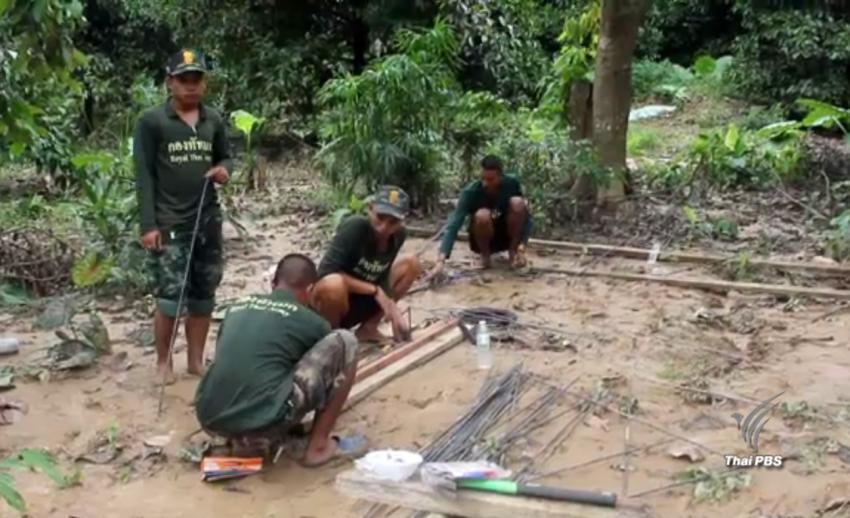ทหารเร่งสร้างบ้านช่วยเหลือผู้ประสบภัยน้ำท่วม จ.สุราษฎร์ธานี