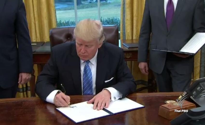 """""""ทรัมพ์"""" ลงนามถอนสหรัฐฯ จากข้อตกลง TPP หลังเคยประกาศในระหว่างการหาเสียง"""