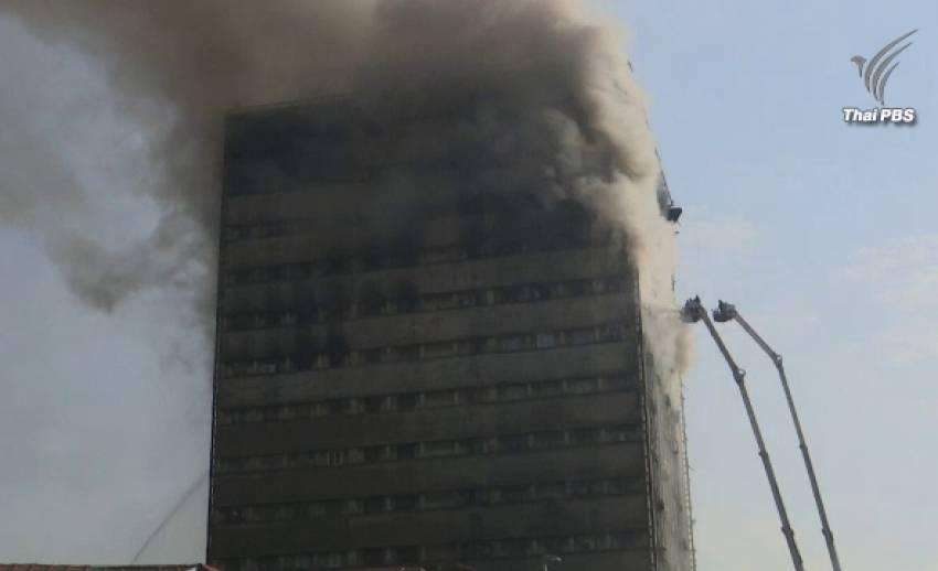 อาคาร 17 ชั้น ถล่มในอิหร่าน หลังถูกเพลิงไหม้