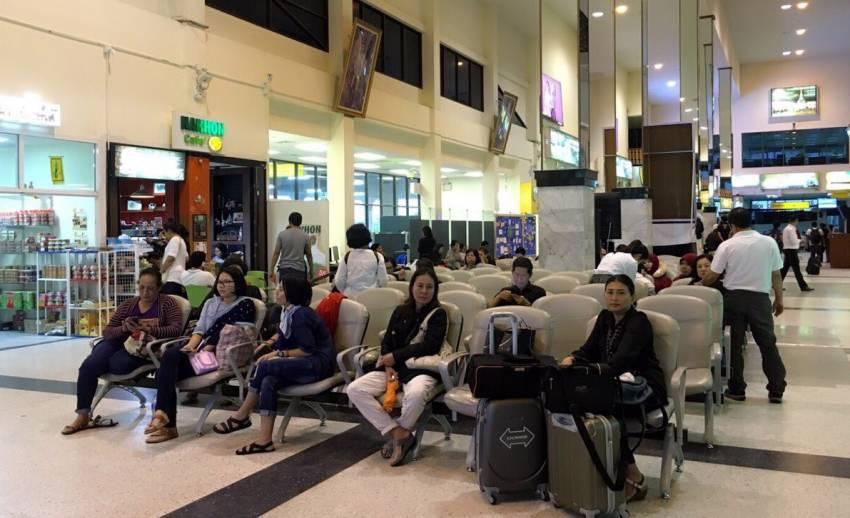 ผู้โดยสารตกค้างสนามบินนครศรีฯ 130 คน เร่งส่งต่อสนามบินใกล้เคียง