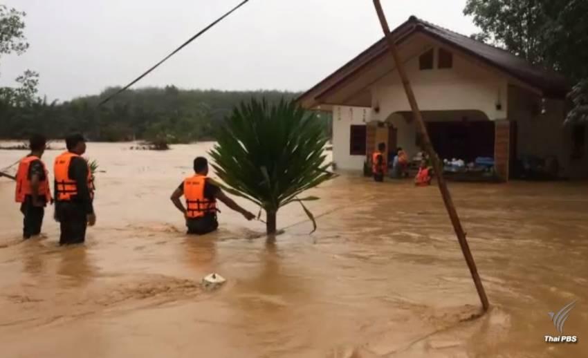 จ.ตรัง-สุราษฎร์ธานี น้ำท่วมสูง ทหารเร่งเข้าช่วยเหลือ