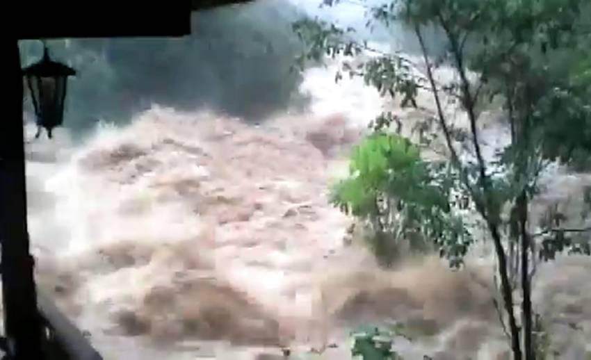 น้ำป่าเทือกเขาบรรทัดไหลท่วม อ.นาโยง ตรัง เดือดร้อน 3,000 ครัวเรือน