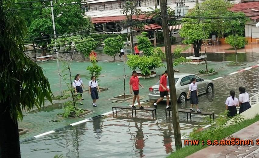 น้ำท่วมกรุงเทพฯ โรงเรียนประกาศหยุด 3 แห่ง