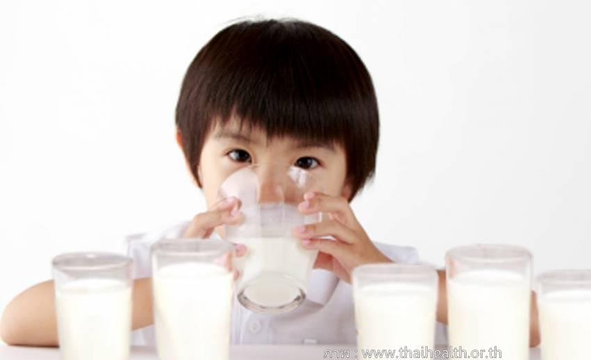 คนไทยดื่มนมน้อย-ต่ำกว่าประเทศในอาเซียน ทำให้เด็กไม่สูง แนะดื่มนมจืดวันละ 1-2 แก้ว