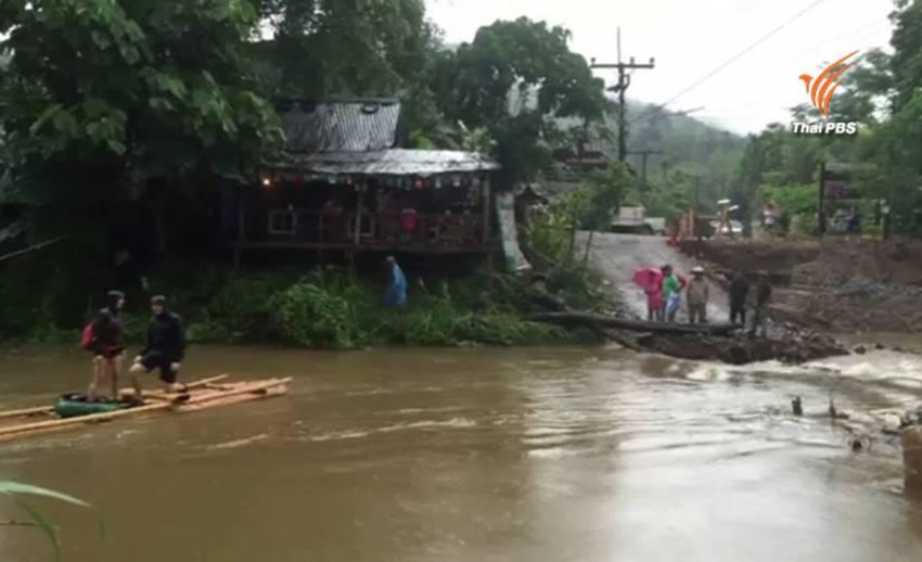 ฝนตกหนักถล่มสะพานชั่วคราวข้ามคลองสกขาด-นทท.ติดอยู่ในพื้นที่