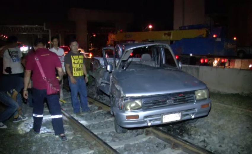 รถไฟชนรถกระบะบริเวณจุดตัดใกล้ สน.ดอนเมือง เจ็บสาหัส 1 คน