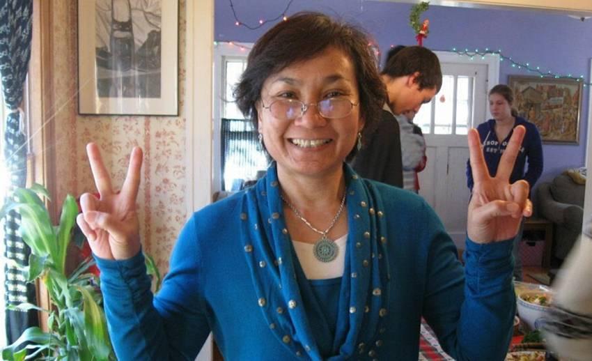 """""""กรรณิการ์ เอลโบว์"""" อาจารย์สอนภาษาไทย ม.วิสคอนซิน-เมดิสัน เสียชีวิตในวัย 57 ปี"""