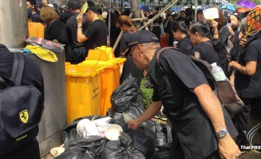 ขอประชาชนนำกล่องข้าว-ขวดน้ำมาเอง ลดขยะรอบสนามหลวงวันละ 76 ตัน
