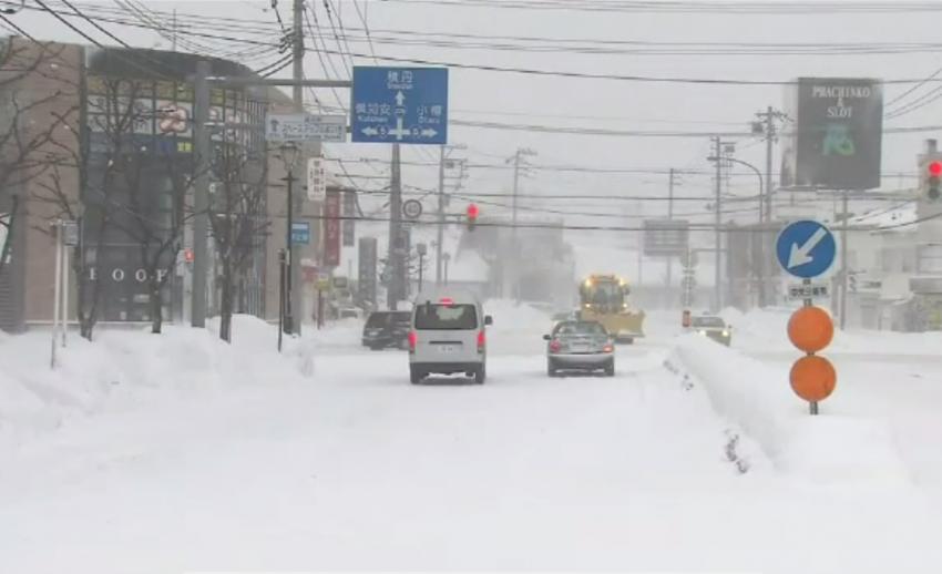 พายุหิมะพัดถล่มฮอกไกโดของญี่ปุ่น รุนแรงที่สุดในรอบหลายปี-ยกเลิก 130 เที่ยวบิน