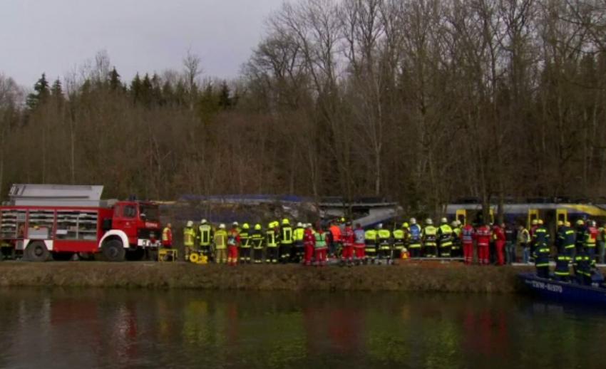 รถไฟชนประสานงาทางตอนใต้เยอรมนี เสียชีวิตอย่างน้อย 9 เจ็บ 150 คน