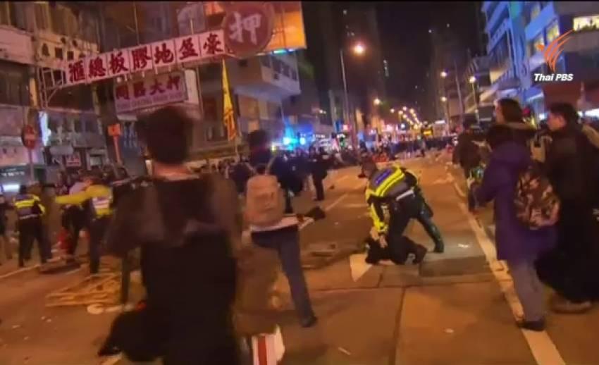 ตำรวจฮ่องกงจับแผงค้าผิดกฎหมายปะทะพ่อค้า-แม่ค้า เจ็บกว่า 40