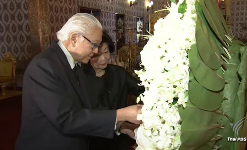 ประธานาธิบดีสิงคโปร์-นายกรัฐมนตรีลาว วางพวงมาลาถวายสักการะพระบรมศพ
