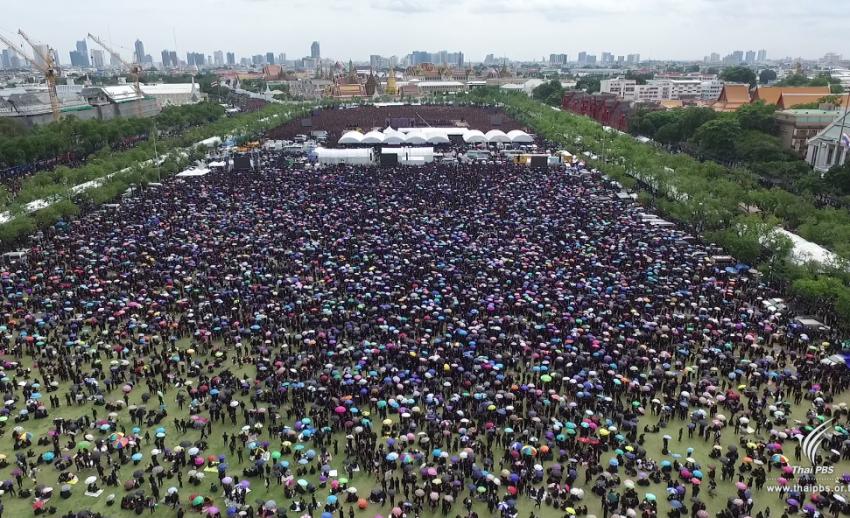 สื่อต่างประเทศรายงานข่าว คนไทยกว่า 1.5 แสน ร่วมใจร้องเพลงสรรเสริญพระบารมี