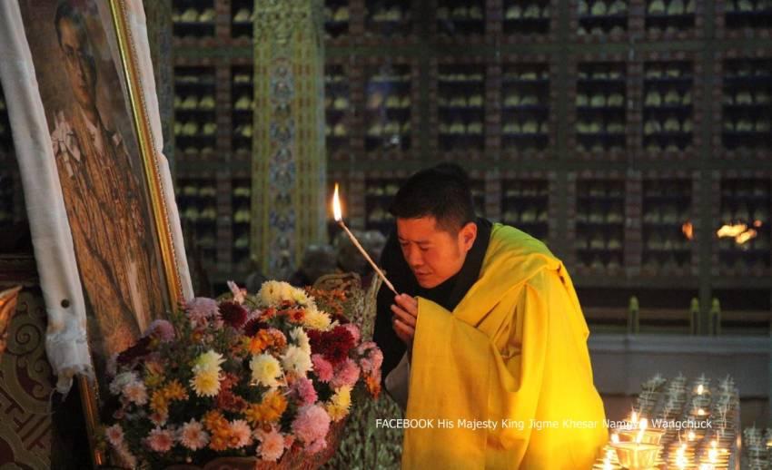 """""""กษัตริย์จิกมี"""" เสด็จฯ เยือนไทย ถวายสักการะพระบรมศพในหลวง พรุ่งนี้-ชาวภูฏานทั่วประเทศ ร่วมจุดเทียนน้อมรำลึก"""