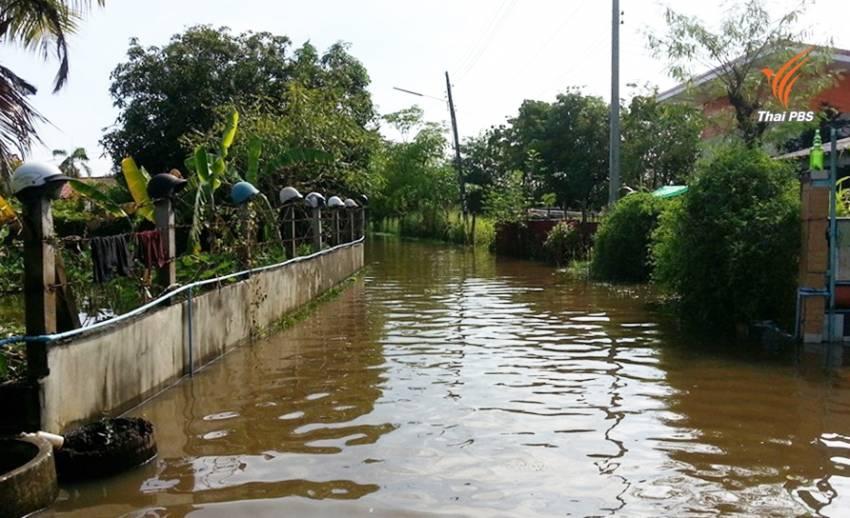 น้ำท่วม 3 เดือนย่านบึงพระใจกลางเมืองพิษณุโลก - ชาวบ้านวอนเร่งระบายน้ำ