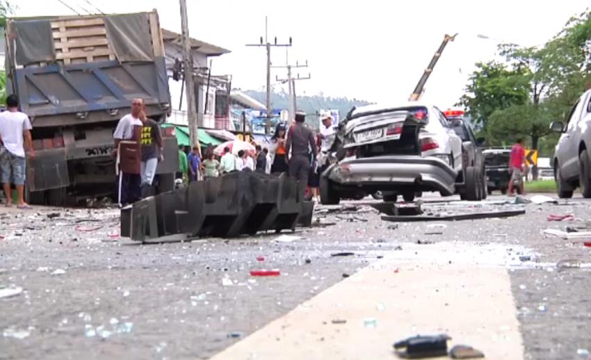 รถชนสนั่น 18 คันใน อ.นาสาร สุราษฎร์ธานี ไม่มีผู้เสียชีวิต