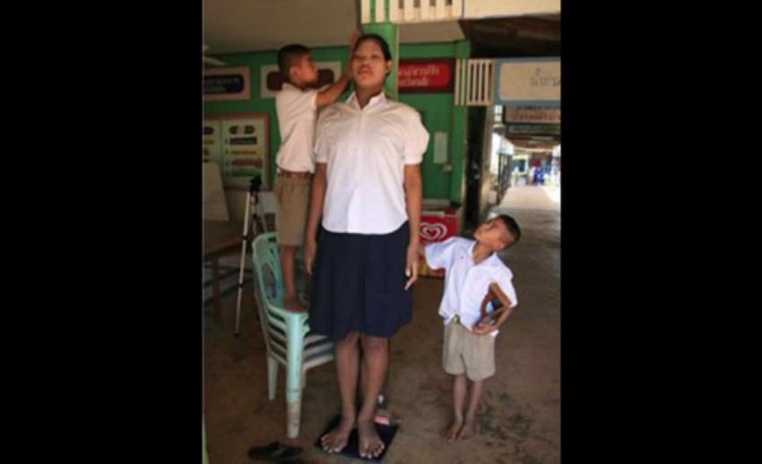 """""""มาลี"""" หญิงไทยเจ้าของสถิติสูงที่สุดในโลก เสียชีวิตแล้ว"""