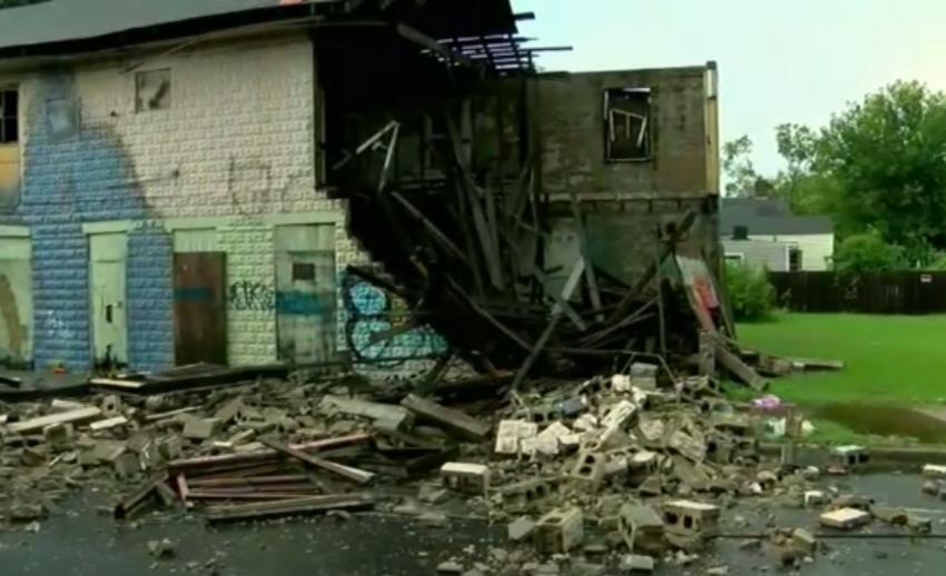 พายุทอร์นาโดพัดถล่มเมืองนิวออร์ลีนส์ของสหรัฐฯ