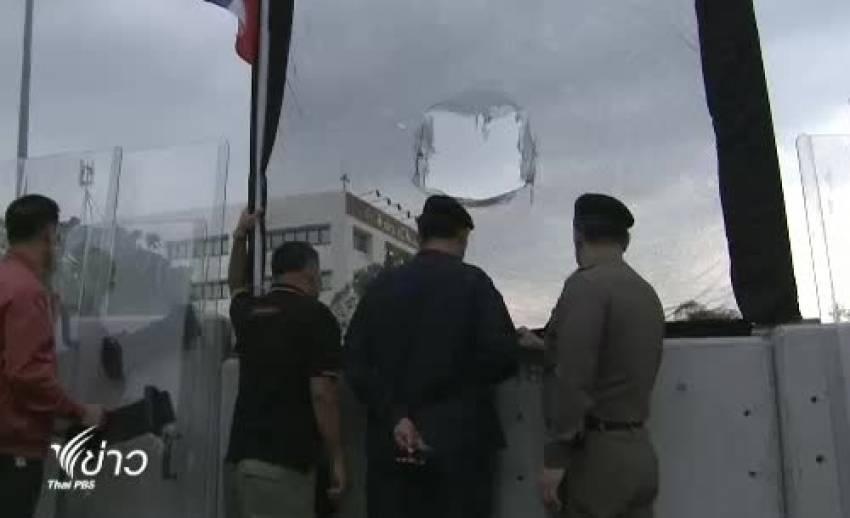 ตร.แจ้งจับผู้ก่อเหตุปาวัตถุเสียงดังใส่ตำรวจบริเวณสะพานมัฆวานรังสรรค์