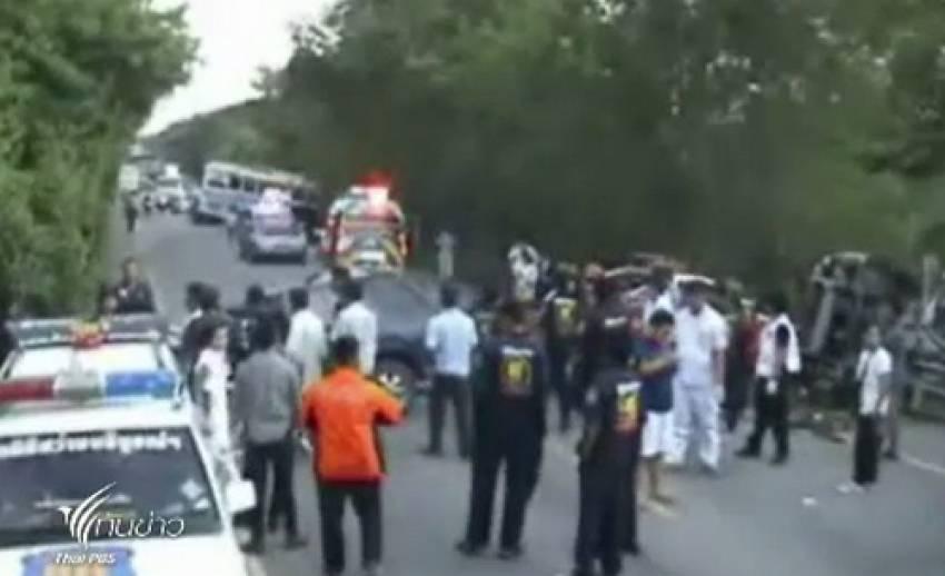 เกิดเหตุรถยนต์ชนท้ายรถทัวร์ เสียชีวิต 2 คน จ.ชลบุรี